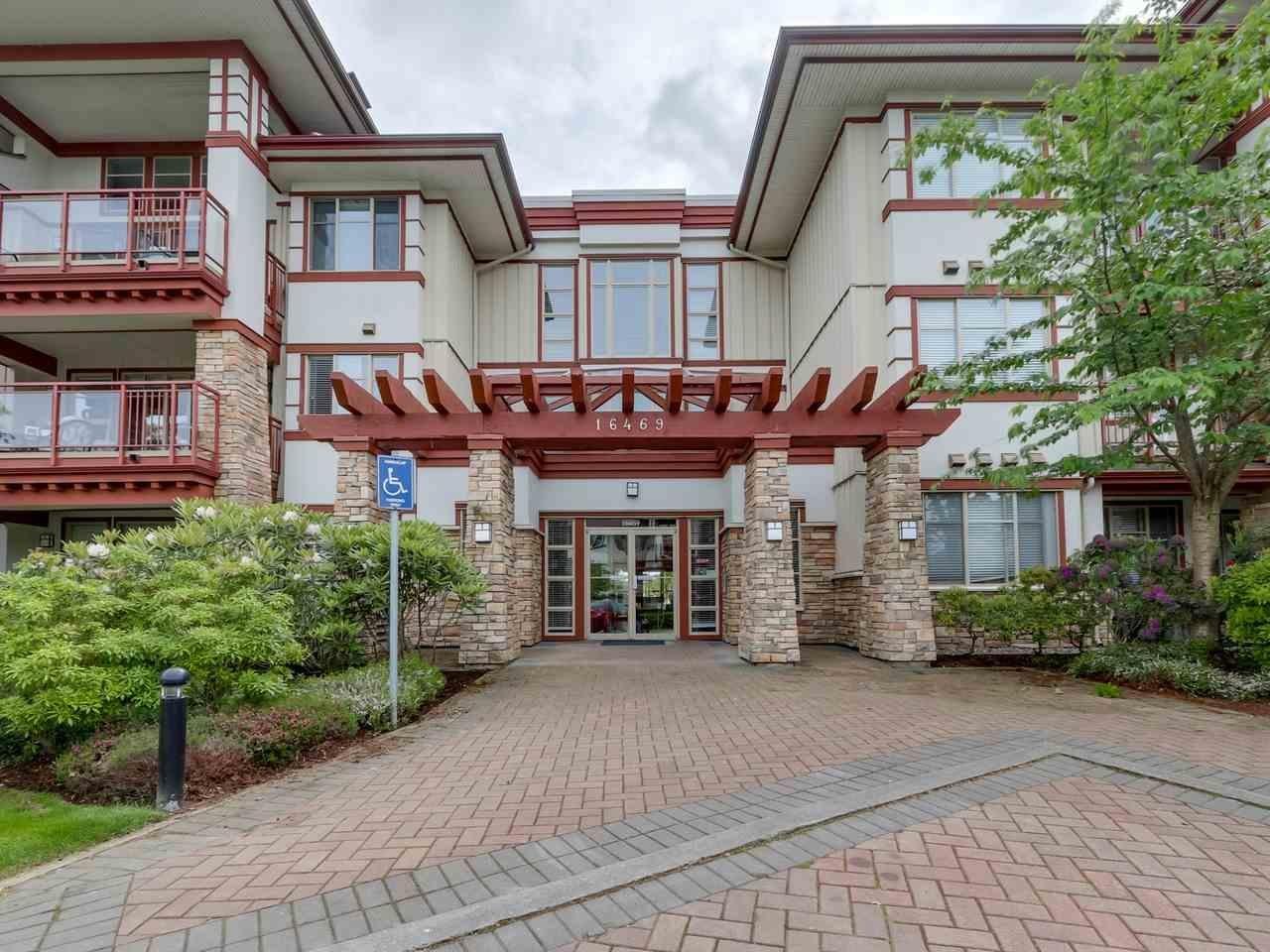 R2066160 - 304 16469 64 AVENUE, Cloverdale BC, Surrey, BC - Apartment Unit