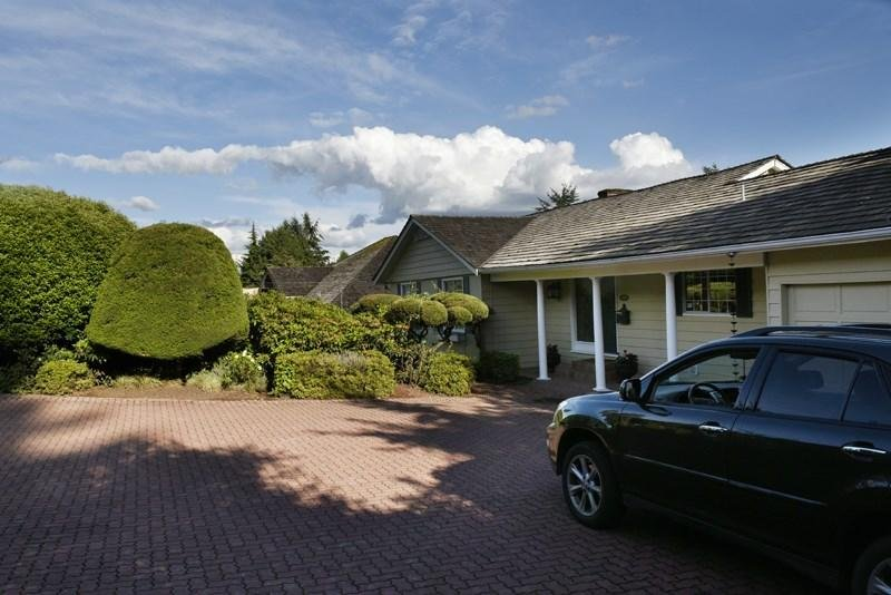 R2078829 - 1040 WILDWOOD LANE, British Properties, West Vancouver, BC - House/Single Family