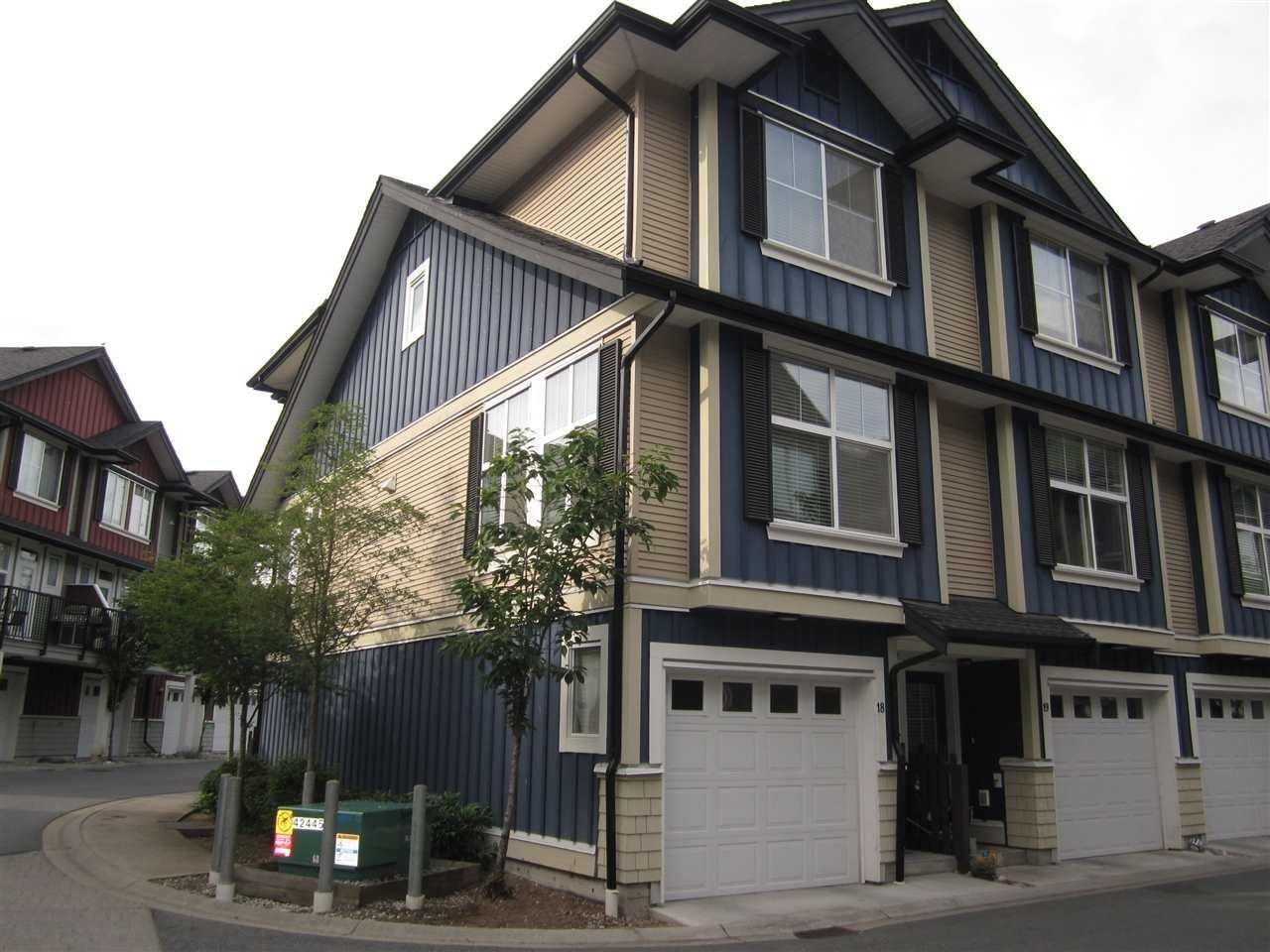 R2082514 - 18 18211 70 AVENUE, Cloverdale BC, Surrey, BC - Townhouse