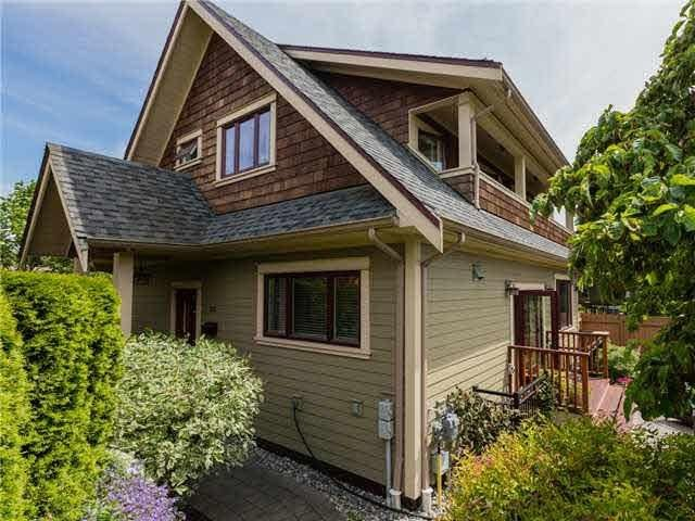 R2100029 - 335 E 8TH STREET, Central Lonsdale, North Vancouver, BC - House/Single Family