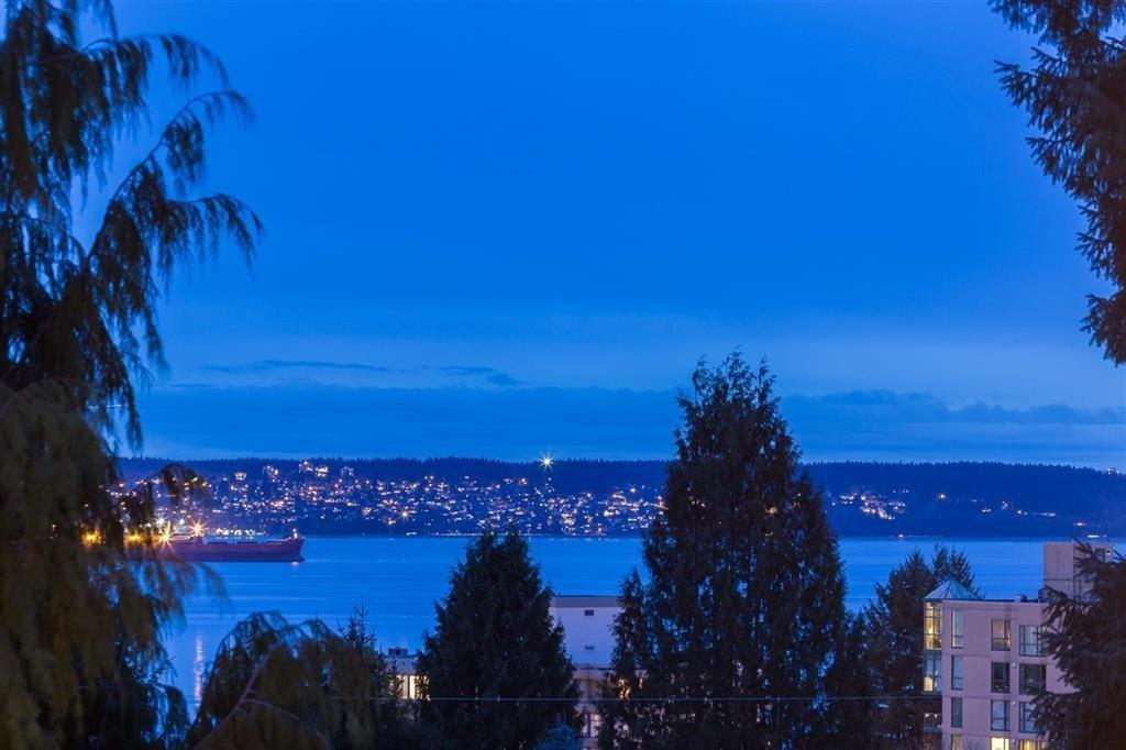 R2122433 - 1312 GORDON AVENUE, Ambleside, West Vancouver, BC - House/Single Family