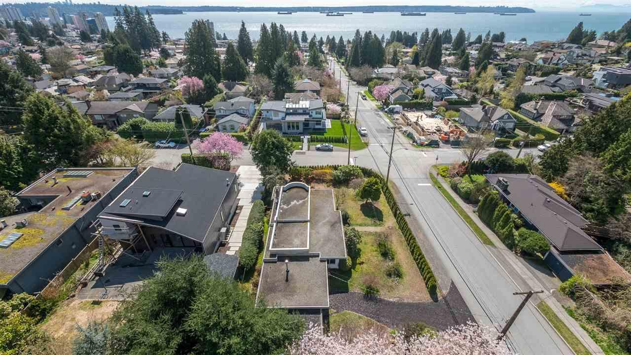 R2156790 - 2495 MATHERS AVENUE, Dundarave, West Vancouver, BC - House/Single Family