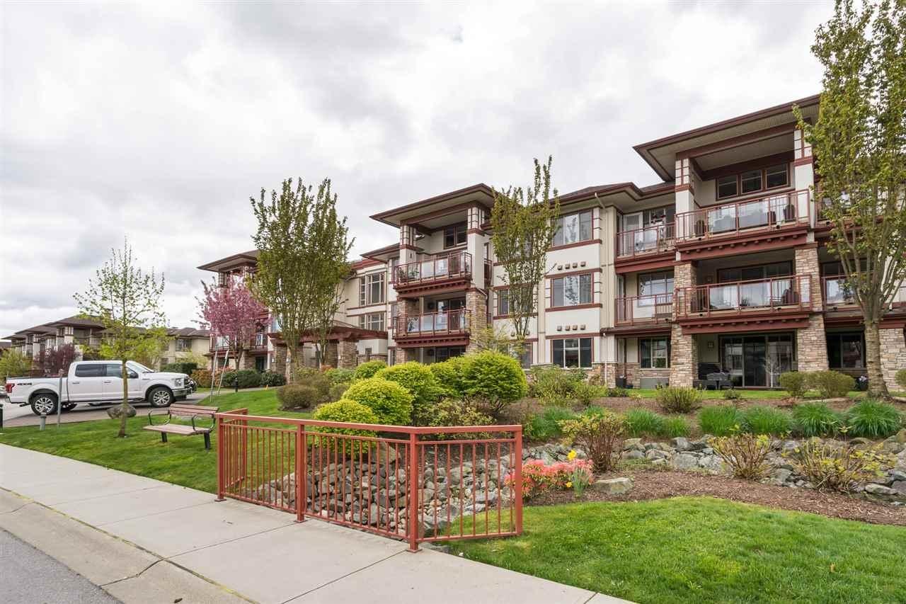 R2159820 - 105 16447 64 AVENUE, Cloverdale BC, Surrey, BC - Apartment Unit